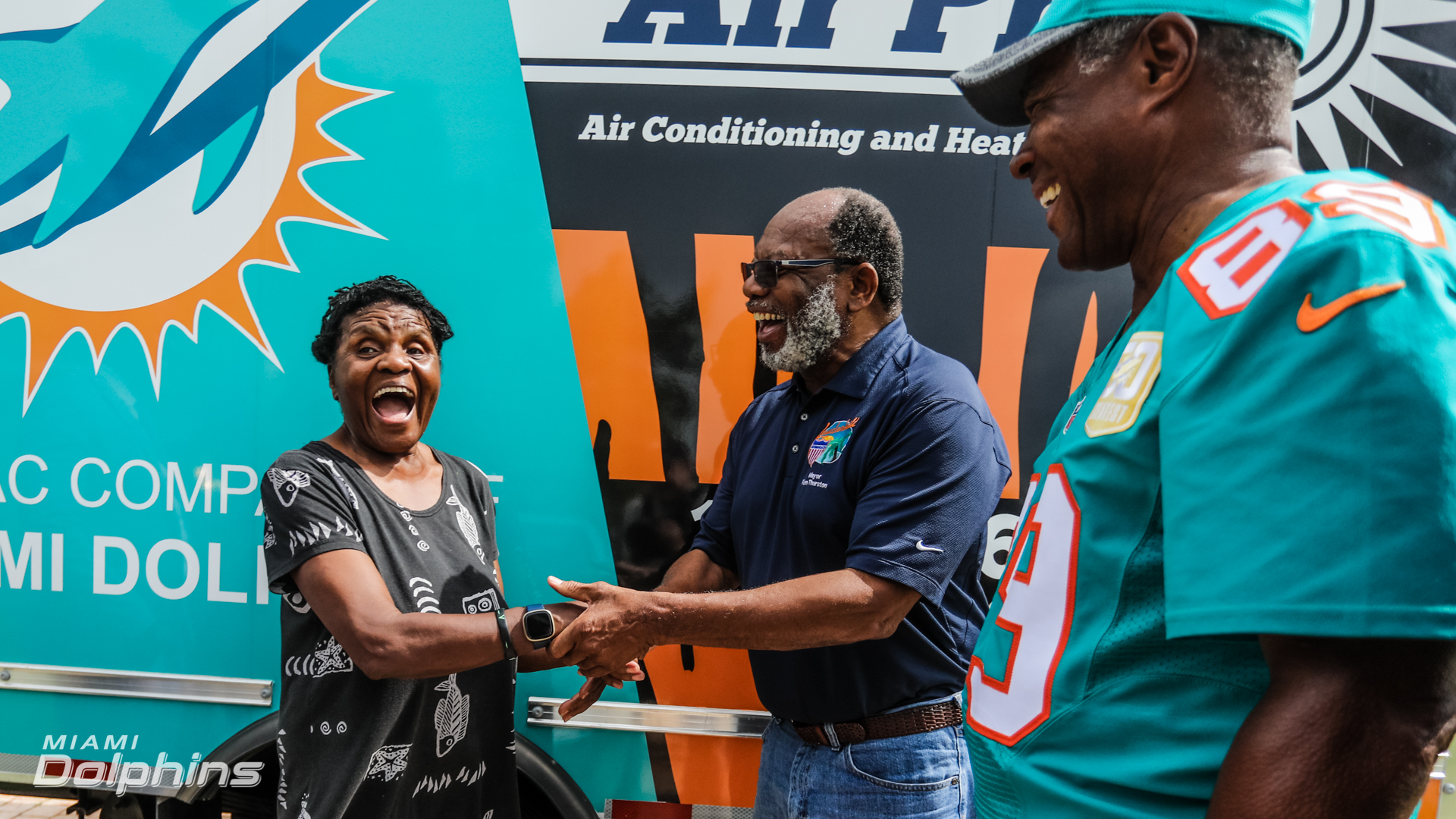 The Miami Dolphins partake in a AirPros Surprise Donation at lauderhill FL, on June 25th, 2021. (Jose A. Pineiro/Miami Dolphins)